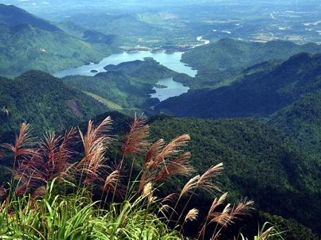 Đường mòn Ngũ Hồ ở Vườn quốc gia Bạch Mã